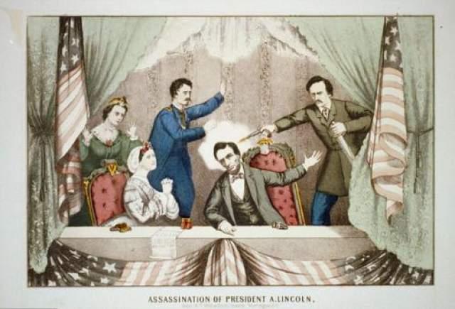 Аврам Линкольн Шестнадцатый президент США был убит выстрелом в голову в 1865 году во время театрального представления. Лидер пробыл в коме девять часов перед тем, как умер.