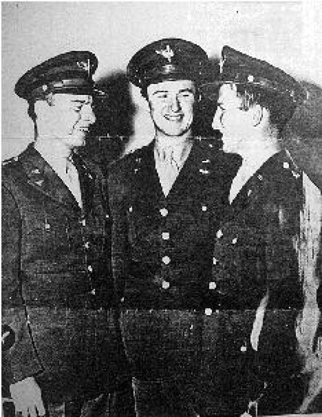 """Пилот Национальной воздушной гвардии капитан Томас Мантелл на истребителе П-51 потерпел крушение, пытаясь преследовать необычный объект - """"воздушное судно в виде серебристого диска"""" ."""