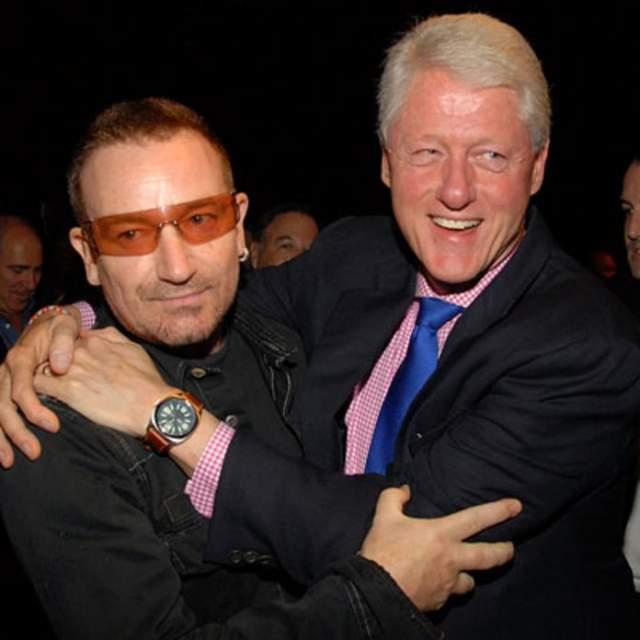 Боно (U2) и Билл Клинтон. Эти ребята очень любят сочинять пародии друг на друга. Не это ли любовь?