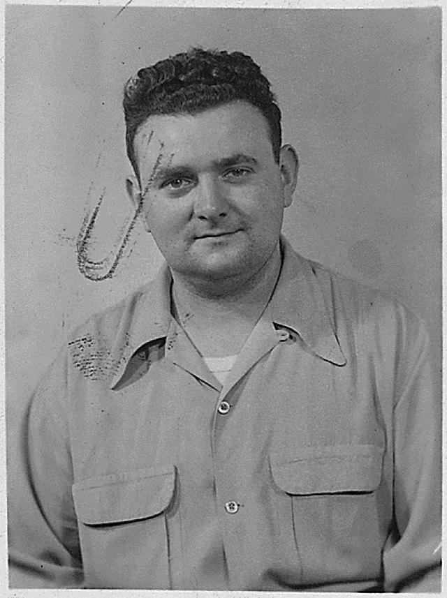 Во время войны он работал в Лос-Аламосском исследовательском центре на сверхсекретном объекте, где знаменитый физик Роберт Оппенгеймер и его коллеги первыми создали атомную бомбу.
