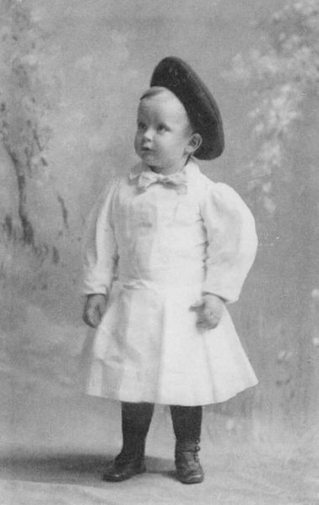 Эйнштейн родился в Пи-день (из даты можно составить число Пи - 3 14 1879 по старому стилю).