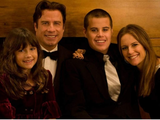 Всего у них двое сыновей и дочь, но старший сын супругов погиб в возрасте 16 лет в результате припадка, вызванного синдромом Кавасаки.
