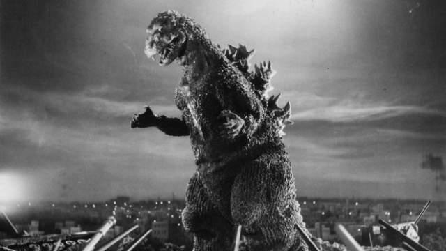"""Годзилла """"Годзилла"""" 1954 года Годзилла из старых японских фильмов сегодня, казалось бы, едва ли может напугать даже ребенка. более того, даже ее новые инкарнации скорее внушительные, чем жуткие. Однако Годзилла уже десятилетиями олицетворяет ужас перед неуправляемой силой природы, которая будто бы мстит за человеческое расточение ресурсов."""