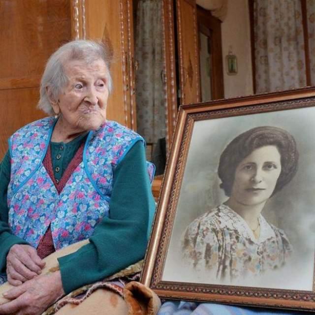 Эмма Морано, 29 ноября 1899 - 15 апреля 2017, прожила 117 лет, 137 дней. Эмма Мартина Луига Морано родилась в провинции Верчелли, Пьемонт, Италия) в семье, где она была старшей из восьми детей. Другие ее близкие также оказались долгожителями: мать, тетя и некоторые из братьев и сестер прожили больше 90 лет, а сестра Анджела Морано умерла в 102-летнем возрасте.