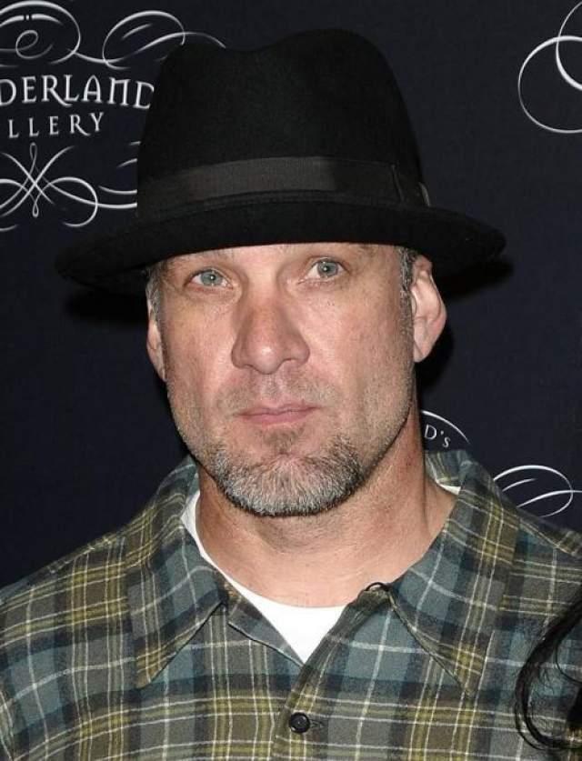 Бывший супруг Сандры Баллок, Джесси Джеймс попал в клинику в марте 2010 года в надежде спасти брак с оскароносной актрисой, после того как 4 женщины заявили, что у них была любовная связь со знаменитым мотомехаником.