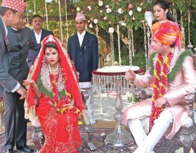 В 2004 году получит степень магистра в Лондонской школе экономики, в 2007 году выйдет замуж за сына продюсера индийских фильмов и внука индийского министра, а в 2010 году родит ему сына.