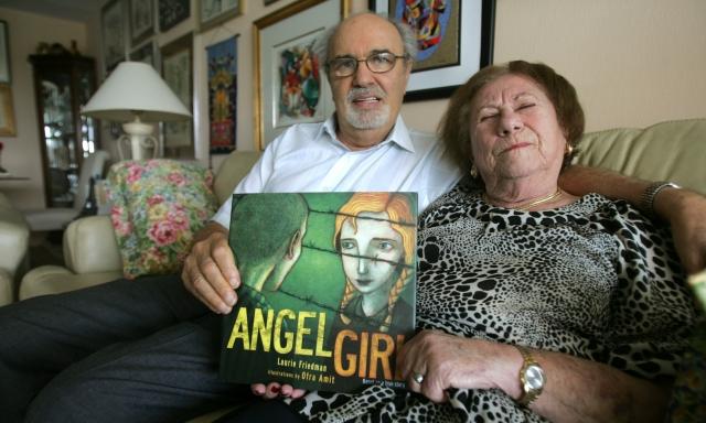 Несмотря на все превратности, он выжил, и однажды в 1957 году пошел на свидание вслепую. Это оказалась та же самая девушка, и пара поженилась.
