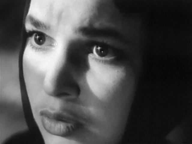 У Инны оказалось обиженным 78 процентов тела (невредимым осталось только лицо), в середине прошлого века это было смертным приговором. Несмотря на то, что зрители сдавали для нее кровь и даже кусочки кожи, спасти актрису не удалось. У Инны, которой было всего 22 года, остался маленький ребенок.