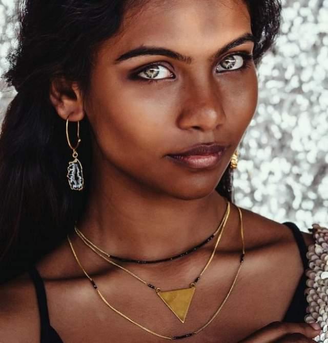 Рауда Атиф В апреле 2017 года 21-летняя модель, которая прославилась как темнокожая мальтийская принцесса с невероятными голубыми глазами, была найдена мертвой. Девушка погибла на пике своей карьеры: в октябре прошлого года юная модель появилась на обложке журнала Vogue India, а на ее необычную внешность обратил внимание даже президент Мальдив.