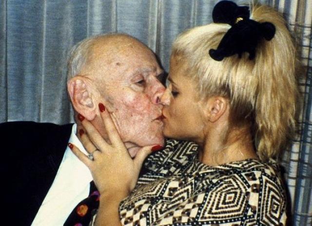 Анна Николь Смит и Джеймс Говард Маршалл II (разница - 62 года). Будущие супруги познакомились в начале 90-х годов в стрип-клубе, где будущая звезда Playboy подрабатывала стриптизершей.