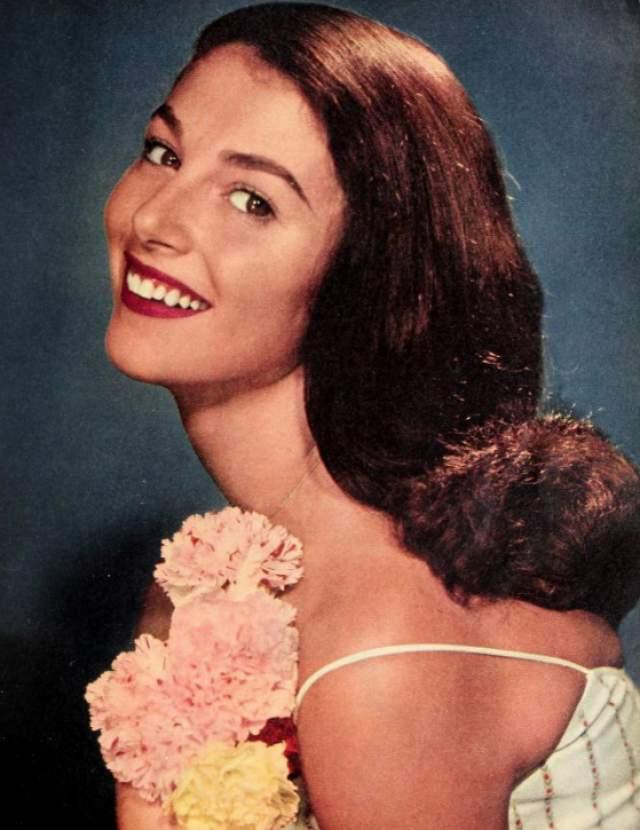 """В 60-е годы популярность ее стала угасать, и почти забытую актрису пригласили на одну из ролей в фильме """"Крестный отец"""". Но закончить работу в картине так и не удалось. 10 сентября 1971 года Пьер нашли мертвой в собственной квартире, а причиной смерти 39-летней женщины стала передозировка лекарствами."""
