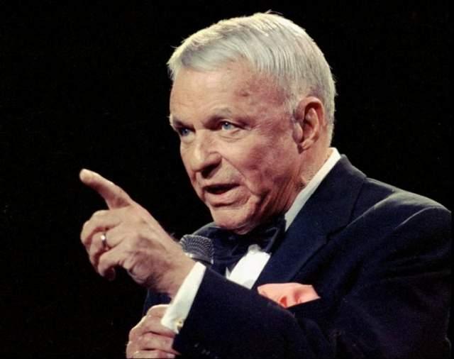 Последний выход на сцену Фрэнка Синатры состоялся 25 февраля 1995, а через три года он скончался от сердечного приступа в Лос Анджелесе в возрасте 82 лет.