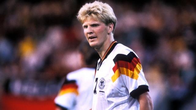 В том же году в матче Германия - Южная Корея (3:2) тренеры немецкой сборной решили заменить плохо игравшего Штеффана Эффенберга, на что трибуны отреагировали одобрительным гулом.
