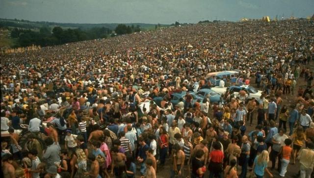 Хотя шоу планировалось в расчете на 200 тысяч посетителей, прибыло более 500 тысяч, большая часть из них без билетов.