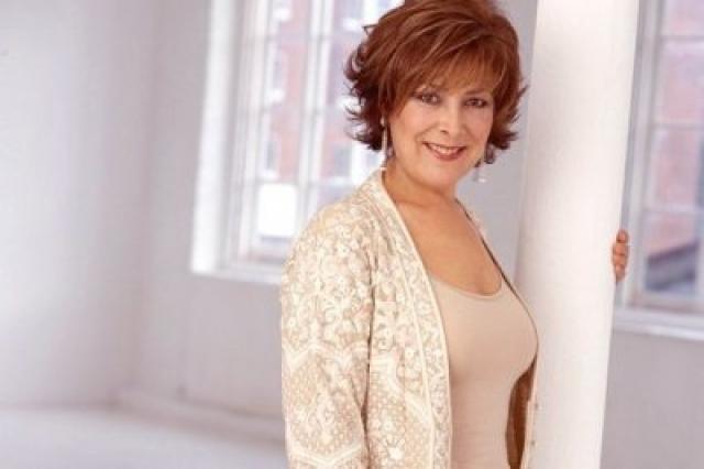 Линда Беллингем (66 лет). Актриса и телеведущая боролась с раком толстой кишки, который впоследствии распространился на легкие и печень. Болезнь диагностировали в июле 2013 года.