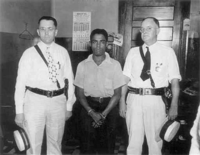 Последняя публичная казнь в США произошла 14 августа 1936 года в городе Овенсборо, штат Кентукки: был публично повешен молодой негр Рэйни Бетеа .