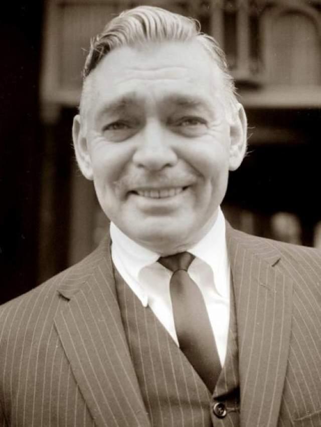 """Всего он сыграл в 69 фильмах, был женат 5 раз и обзавелся двумя наследниками. Умер Гейбл от сердечного приступа на съемках фильма """"Неприкаянные""""."""