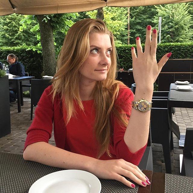 20-летняя девушка любит путешествовать по жарким странам и по ставшей практически родной Европе.
