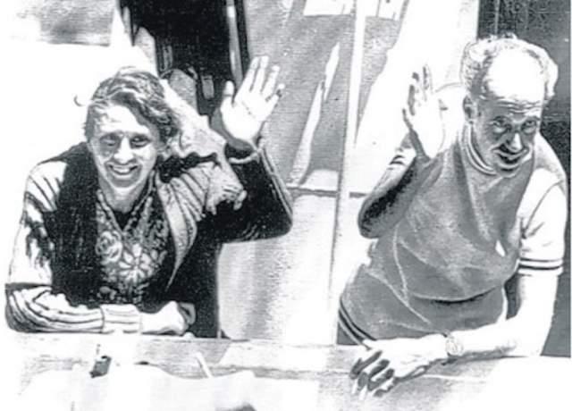 Морис и Мэрилин Бэйли. В 1973 году супружеская пара из Великобритании провела 117 дней в открытом океане. Пара отправилась в путешествие на своей яхте, и несколько месяцев все было благополучно, но у берегов Новой Зеландии судно атаковал кит.
