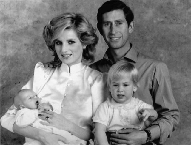 Диана сама выбрала сыновьям имена, настояв на своих вариантах : Чарльз хотел назвать Уильяма Артуром.