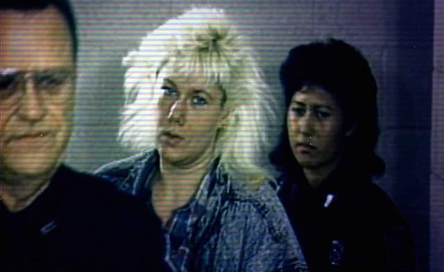 Тогда они начали убивать старушек. Первое убийство они совершили в январе 1987 года, а после отправили на тот свет еще трех пенсионерок, которые формально участвовали в их сексуальных играх. Но однажды Грэм, которая была в паре главной, приказала Вуд убить женщину просто ради развлечения, а Вуд отказалась. Тогда Грэм уволилась и переехала в Техас. Пара рассталась.