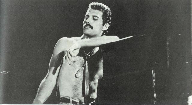 Меркьюри, зная, что времени осталось мало, старался записать как можно больше песен. За последние годы жизни кроме своего сольного альбома Barcelona музыканту удалось записать песни к ещё трём альбомам группы.