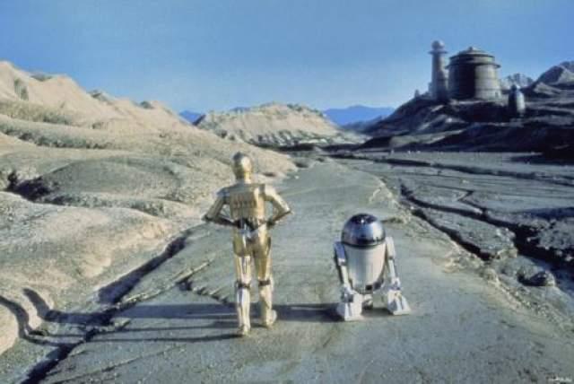"""Энтони Дэниелс и Кенни Бейкер Во вселенной """"Звездных войн"""" есть только одна парочка, которую не разрывают внутренние противоречия и которая почти никогда не расстается, - это долговязый робот С3РО и маленький пискун R2D2."""