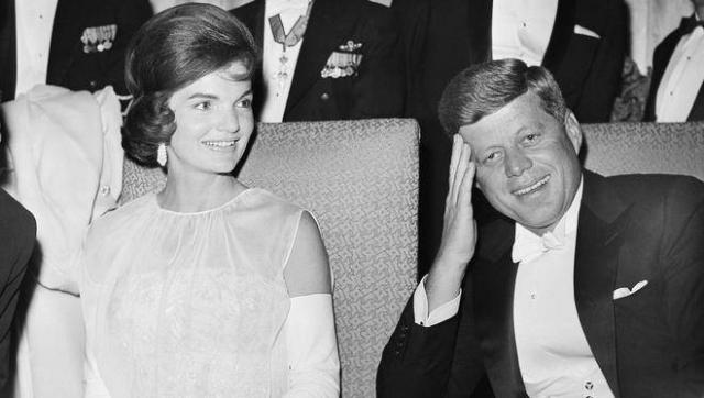"""В 1962 году актриса позвонила Жаклин Кеннеди и сказала, что хочет быть женой Президента. На что Жаклин ответила: """"Если хочешь быть его женой, тогда перебирай не себя и все обязанности жены, в том числе и ответственность за его поведение""""."""