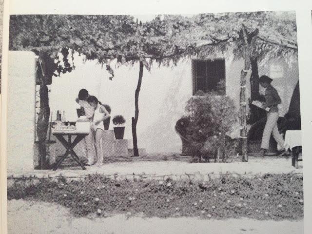 Однажды, переодетый мексиканским садовником, спрятав фотокамеру в тачку с мусором...