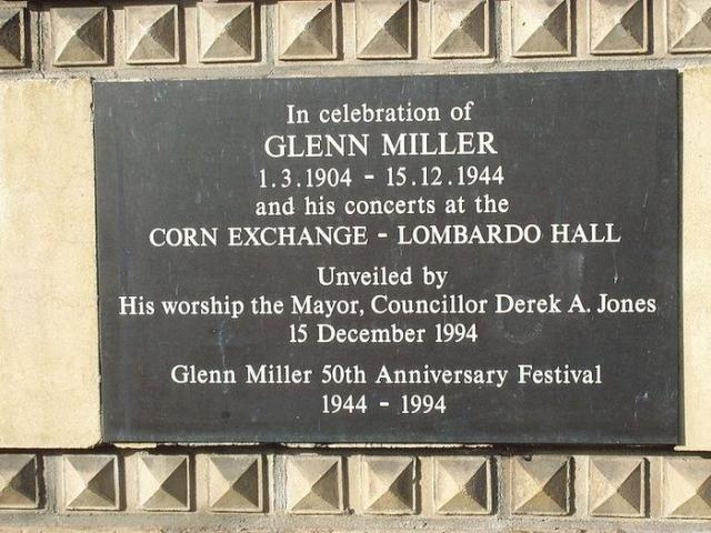 Самолет, в котором он летел, так и не достиг Франции, 15 декабря 1944 его след затерялся где-то над Ла-Маншем. Ни тело Миллера, ни остатки его самолета не были найдены.