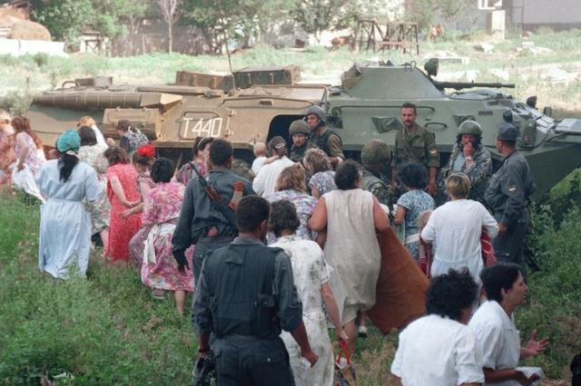 Всего по пути в больницу бандиты убили более 100 человек.