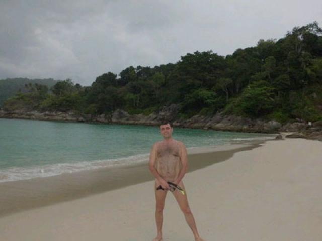 Несколько лет назад в социальных сетях активно обсуждают депутата Приморского заксобрания Артёма Самсонова , который, вернувшись из отпуска, он разместил в своем дневнике фотографию с нудистского пляжа.