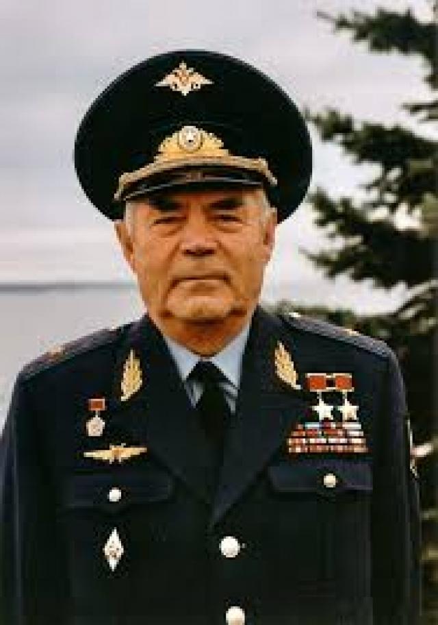 """Умер 3 июля 2004 года в Чебоксарах, где был главным судьей V Всероссийских летних сельских спортивных игр, по пути в гостиницу """"Спорт"""", от сердечного приступа, повлекшего пятый инфаркт."""