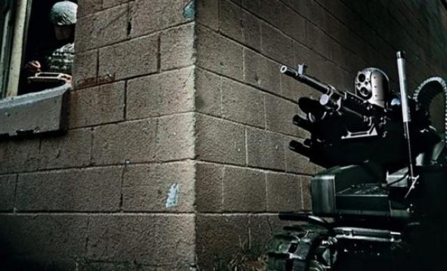 """2. MAARS. Вооруженный усовершенствованный модульный робот, основными задачами которого является передвижение по опасным территориям, разведка и """"зачистка"""" живых сил противника. К 2018 году MAARS планируются запустить на вооружение американской армии."""