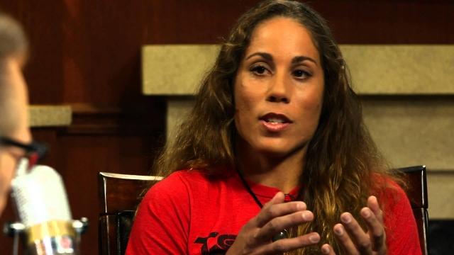 Лиз Кармуш Не менее безжалостна на ринге и 31-летняя спортсменка Лиз Кармуш