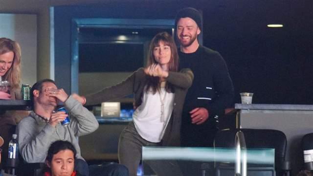 Джастин Тимберлейк и Джессика Бил хорошо проводят время.