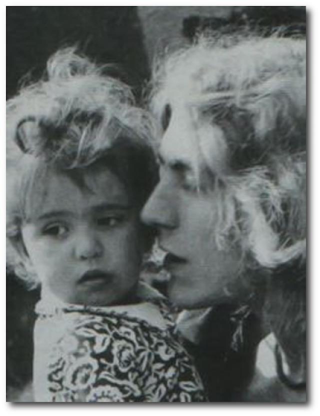 """В тот день его пятилетний сын Карак буквально """"сгорел"""" от желудочного вируса. В тот день жена звонила Роберту дважды: первый раз - чтобы сообщить, что их сын болен, а во второй - чтобы рассказать о его смерти."""
