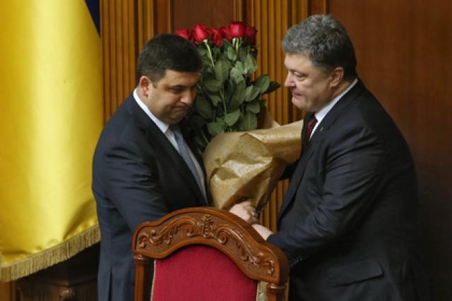 Подобные ситуации в итоге оказались настолько комичными и неуместными, что украинский президент решил от традиции отказаться.