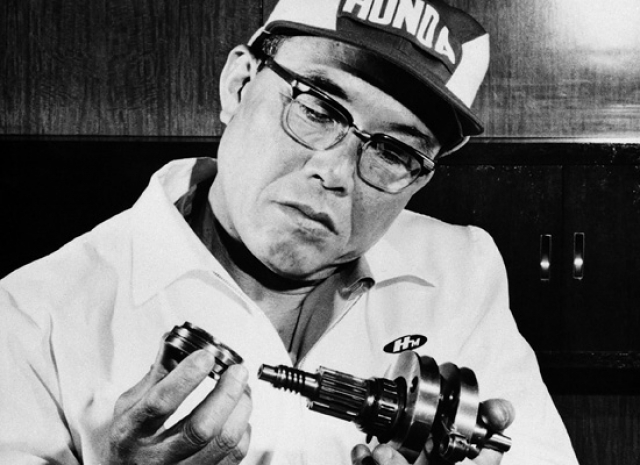 Honda. Компания основана в 1948 году. Основатель компании Соитиро Хонда с детства любил запах машинного масла и бензина.
