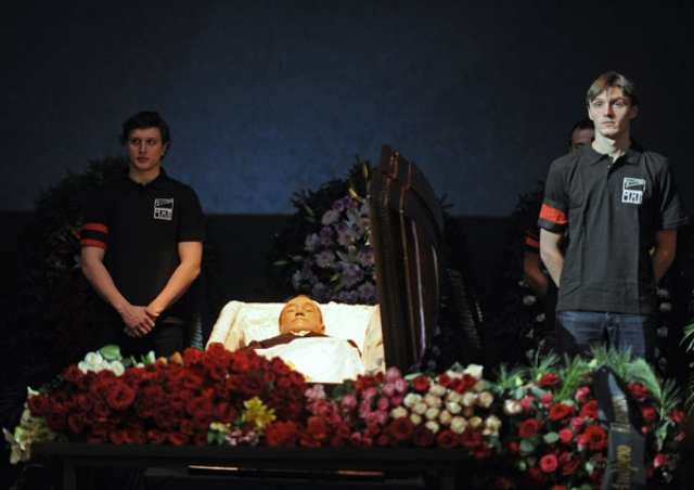 Также на голове Панина имелось как минимум три серьезнейшие раны. Близкий друг артиста Борис Полунин заявил, что на момент нахождения тела Панина вся квартира была залита кровью.