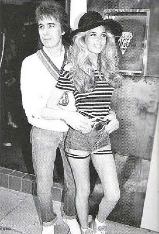 """Билл Уайма н. 2 июня 1989 года, в возрасте 52 лет музыкант """"Роллинг Стоунз"""" женился на 18-летний Мэнди Смит, которую он встретил, когда ей было 13 лет, а ему 47."""