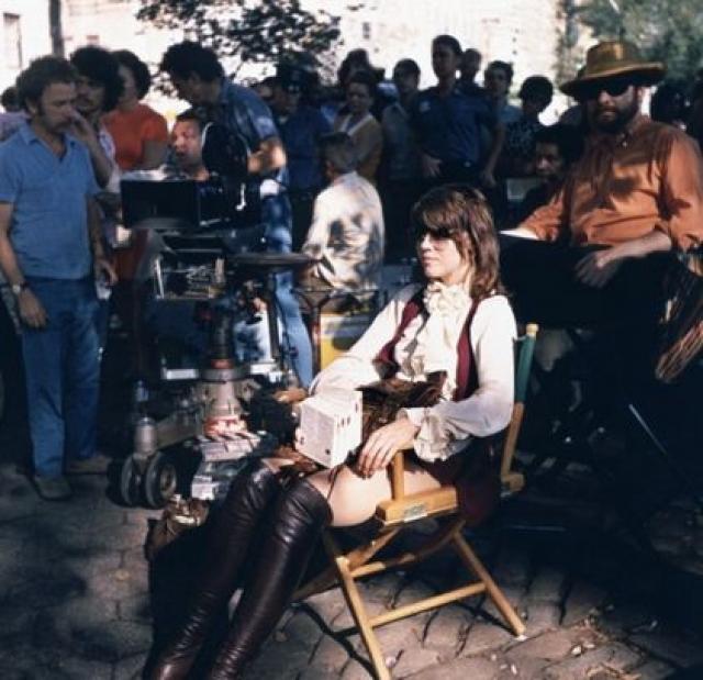 Фонда сыграла Бри Дэниелс, проститутку, которая помогает детективу пролить свет на дело о таинственных исчезновениях.