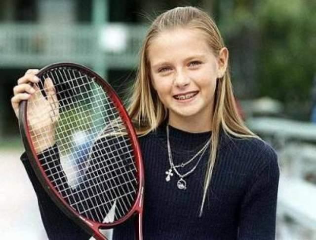 В 2000 году Шарапова одержала первую крупную победу на Eddie Herr International Junior Tennis Championships для девушек 16 лет, хотя ей самой было тогда всего 13.