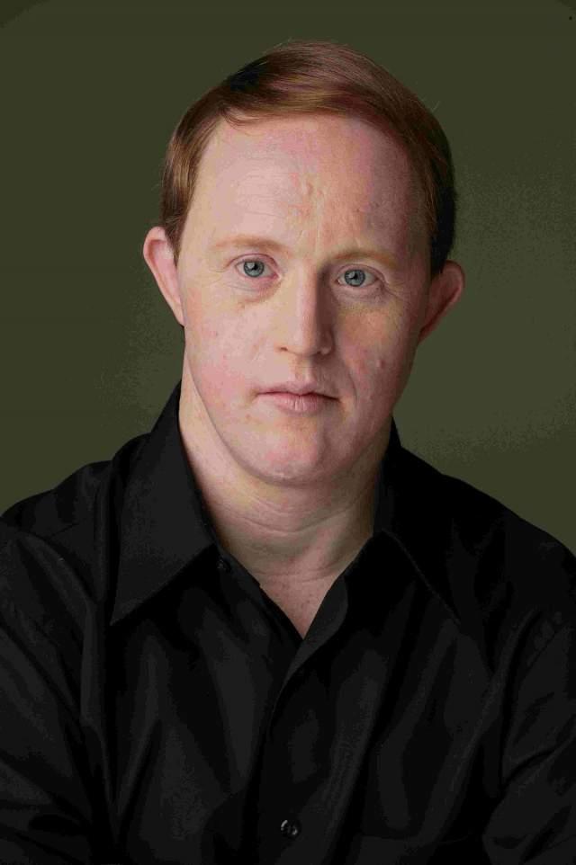 """Актер появился в фильме """"Отчаянный"""", где его заметили продюсеры сериала """"Жизнь продолжается"""" и пригласили на главную роль."""