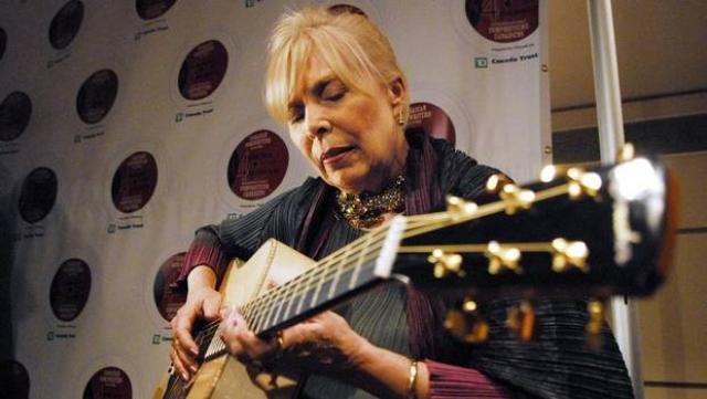Война в Ираке заставила ее изменить свои планы. В начале 2007 Митчелл выпустила альбом новых песен политического свойства.