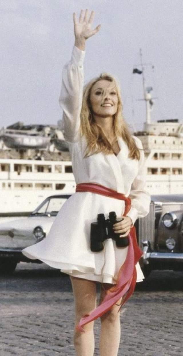 """Один из тринадцати (1969) Шэрон Кейт - номинантка премии Золотой Глобус и жена режиссера Романа Полански была всеобщей любимицей благодаря своей доброте и веселому нраву. Актрису, которая находилась на восьмом месяце беременности, и ее четверых друзей убили члены группировки Чарльза Мэнсона в августе 1969 года. В октябре того же года в прокат вышел фильм """"Один из тринадцати"""" с ней в главной роли."""