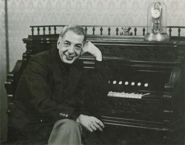 Музыку к фильму написал Микаэл Таривердиев, хотя сначала отказался писать ее к шпионской картине: до этого его дважды постигла неудача с подобной тематикой.