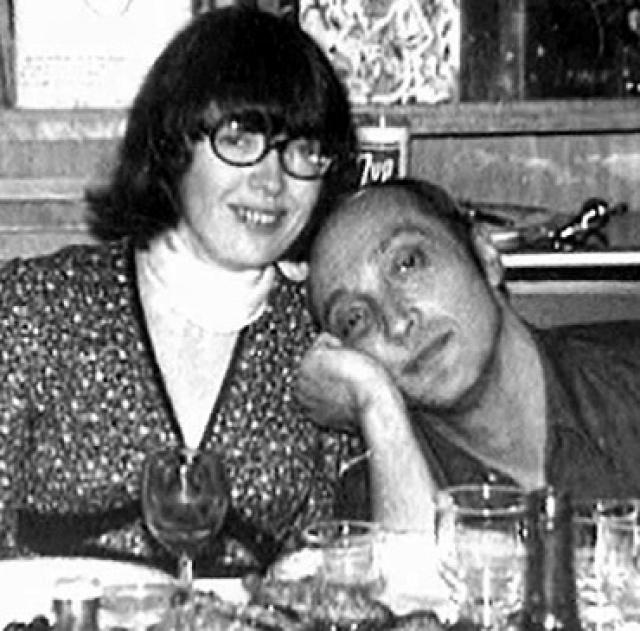Второй женой Козакова была грузинка Медея, родившая дочку Манану. В третий раз в ЗАГС он повел переводчицу Регину (на фото), которая теперь работает в Голливуде. С ней он прожил почти два десятка лет.