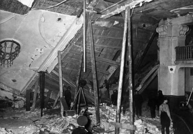 Фюрер, ограничившись на этот раз кратким приветствием в адрес собравшихся, покинул зал за семь минут до взрыва, так как ему нужно было возвращаться в Берлин.