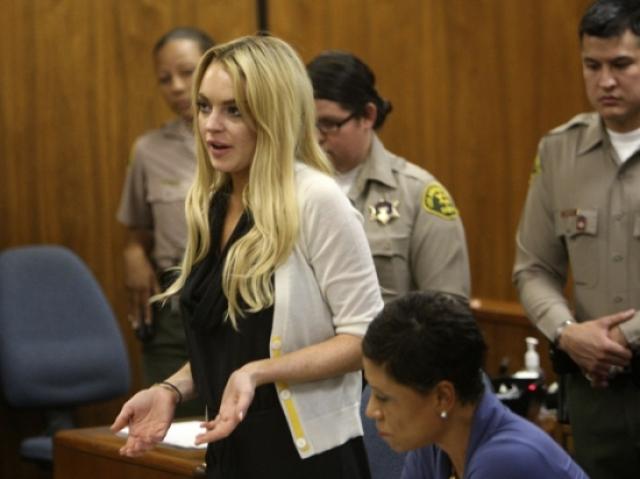 Линдсей Лохан. Однажды актрису приговорили к 120 дням лишения свободы за кражу ожерелья ценой в 2500 долларов из магазина в Лос-Анжелесе.